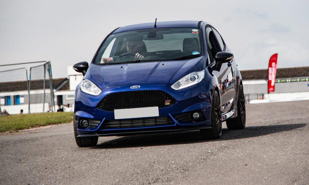 Ford Fiesta forrude udskiftning hjemme på din adresse